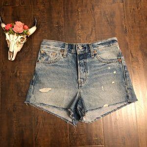 Levi's | vintage distressed shorts